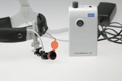 HL8200-luce-led-montata-su-caschetto-SLH-con-batteria.jpg