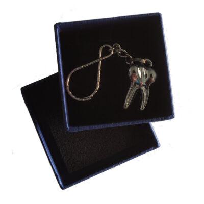 Z.609.02-Portachiavi-molare-argento-in-gift-box.jpg